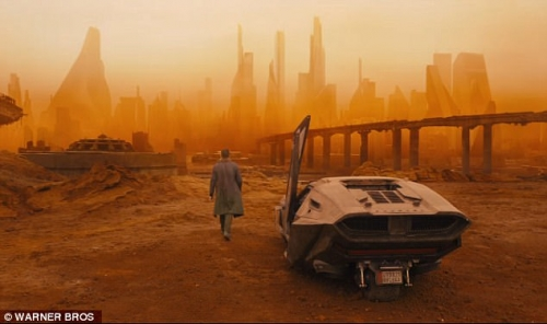 bl4-Future_travel_Gosling_is_seen_leaving_a_futuristic_car-m-116_1494280296947.jpg