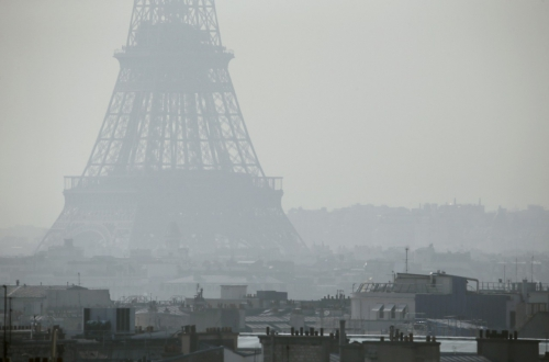 paris view 478648987-view-of-the-eiffel-tower-seen-through-thick-smog-on.jpg.CROP.cq5dam_web_1280_1280_jpeg.jpg